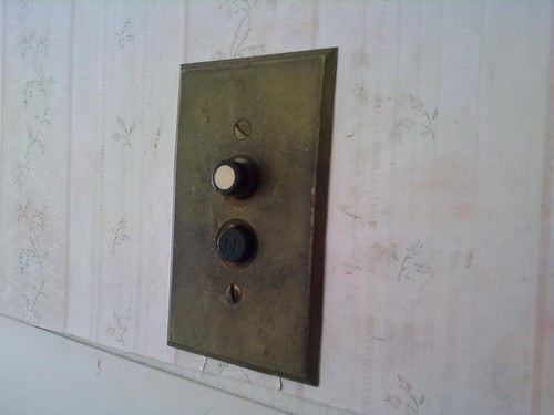 Push-button light switch