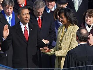 Obama jura sobre biblia de Lincoln