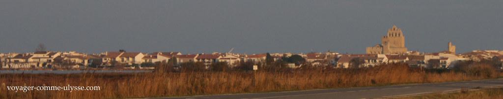 Sol poente sobre Saintes-Maries