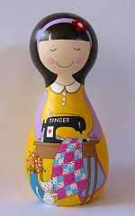 Graça Alvares (Belle Bellica) Tags: wood flowers flores yellow cat doll quilt heart craft amarelo gato handpainted singer boneca patchwork coraçao