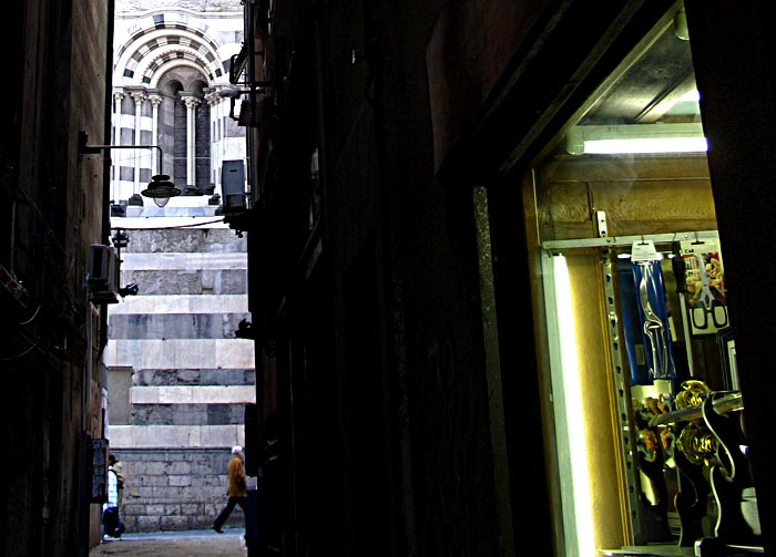 genoa-old-alley-1449