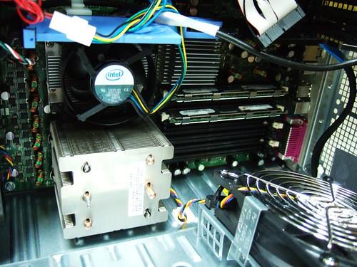 兩顆四核的CPU耶
