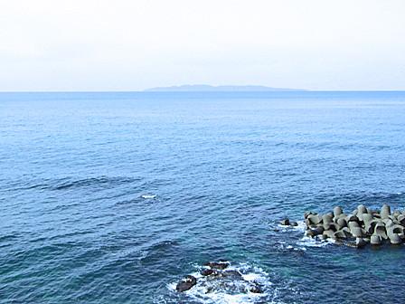 日本海「粟島」を臨む~サンセットテラス