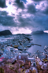 Aalesund (Lisa-Mari) Tags: city houses sea sky cloud house mountain mountains building water norway skyline clouds marina canon buildings island eos islands cityscape kitlens fjord areal scape hdr fjords lesund fjellstua aalesund sunnmre mreogromsdal 450d moreogromsdal sunnmore arealshot