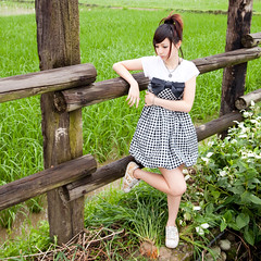 (swanky) Tags: portrait people woman cute girl beauty canon asian eos model asia pretty taiwan babe ntu taipei   2009 taiwanese    nationaltaiwanuniversity  difocus    5dmarkii 5d2  5dmark2     sdd776941