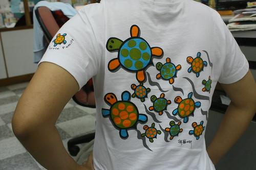 可愛烏龜踢