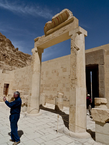P1040110_Luxor_TempleOfHatchepsute_DeirAlBahri