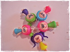 Menininhas (Alane  maria julia biscuit) Tags: verde azul rosa amarelo biscuit bonequinhas fluorescente lils chaveiros porcelanafria