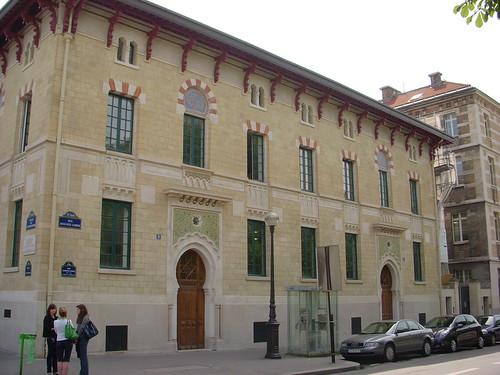 Avenida del Observatorio con Calle Aguste Comte