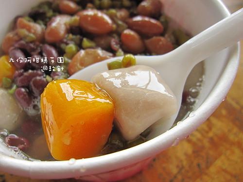 九份阿柑姨芋圓仔細看 taro balls: a snack specialty in ChuiFen , Taipei County