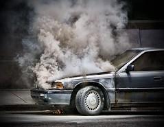 [フリー画像] [ニュース系] [火事/火災] [自動車] [カナダ風景] [煙/スモーク]      [フリー素材]