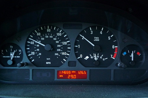 BMW 325xiT gauge display