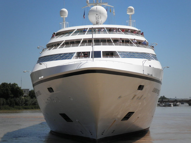 Front of Seabourn Pride - Bordeaux - P5250111