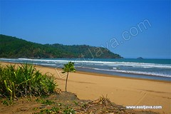 Blado Beach - Trenggalek - East Java (eastjava.com) Tags: sea beach water beautiful indonesia landscape scenery sailing village natural wind cottage fresh villa regency bluesea eastjava surving blado trenggalek bladobeach munjunganvillage munjungan trenggalekregency