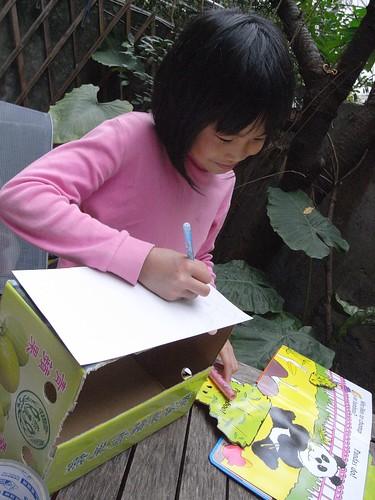 你拍攝的 11ㄚ芷姊姊畫熊貓。