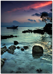 turquoise (Soumya Bandyopadhyay) Tags: color water sea sunrise serene calm boat still wide gradnd pentaxk200d pentax1855mmii