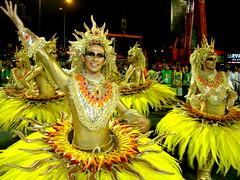 Carnaval Rio 2009 - Festa na Sapucaí! (B r u N N o) Tags: carnival gay brazil latinamerica southamerica rio yellow brasil riodejaneiro gold rj dourado amarelo carnaval americas caxias carioca ouro américas américadosul américalatina sambódromo duquedecaxias brunno sapucaí granderio comissãodefrente brunnopessoa brunnocampos brunnobaptistacampospessoa
