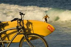 (MonicaDiBlasio) Tags: sunset pordosol bike surf bicicleta ipanema arpoador bjsssss junteiosdois clichmaseuadoro