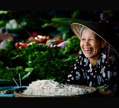 Vietnam | Hue city: A Friday smile~ (Vu Pham in Vietnam) Tags: street travel portrait smile vegetables asia southeastasia vietnamese action bokeh candid streetphotography vietnam marketplace veggies dailylife asianfood hue vu   canoneosdigitalrebelxt indochina  hu  hardship imperialcity vitnam  conicalhat hu dulch  nn  nnl huecity cucsng ngph nci conngi chu c thurathienhue kinh raininvietnam chngba 23june2009 thnhhu commentwithimageswillbedeletedsosorryforthis