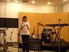 Arq. Alicia presentando a Mr Swing & The Bongo Clan