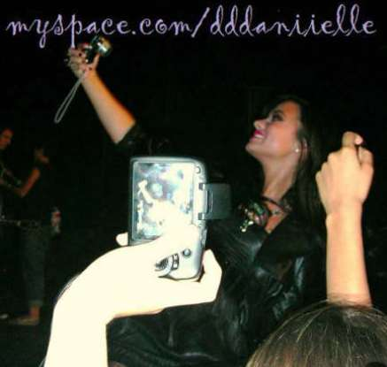 demi-goes-again (7)