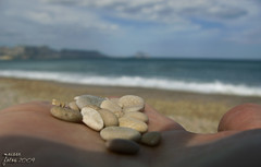 Per a t ... (Maisse) Tags: sea mar bokeh stones sunday domingo foryou platja piedras ifach pedres albir parat maisse penyaldifach perat dimenge
