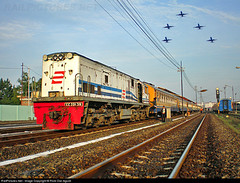 CC 20139 Hauled K.A 154 Senja Bengawan at Lempuyangan with Five Aeroplane into the sky (Bang Ricki VanDirjo Sepur44) Tags: station cc arrived ka senja 154 lempuyangan hauled bengawan 20139