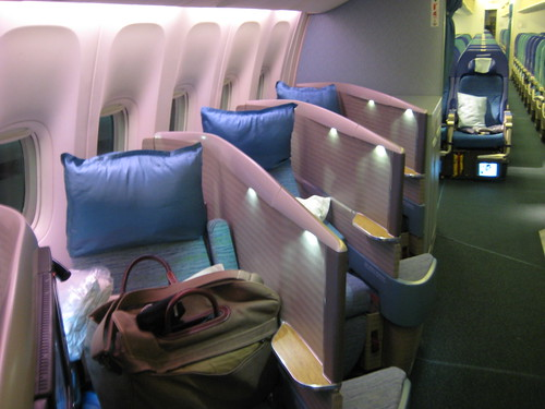 cathay pacific business class. Cathay Pacific 777 usiness