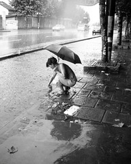 * (YENTHEN) Tags: china street bw rain umbrella shanghai streetphotography raining rainingday yenthen dscn3517