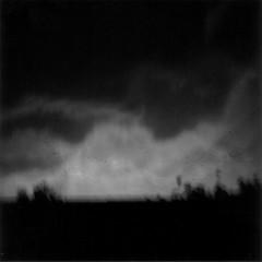 Premonición (Jav+ier Esteybar) Tags: blackandwhite bw 6x6 blancoynegro film analog mediumformat lomo lomography squareformat tormenta javier 120mm grises holga120cfn holgagraphy ilfordfp4125 formatomedio esteybar