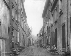 Little Champlain Street, Quebec City, QC, about 1890 (Muse McCord Museum) Tags: street old city irish canada buildings children quebec montreal hats barefoot quebeccity qc 1890 windowboxes drainpipes mccordmuseum irlandais musemccord littlechamplainstreet timberpavement
