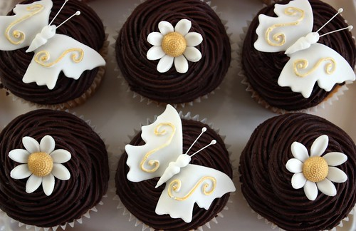 White & Gold Wedding Cupcakes