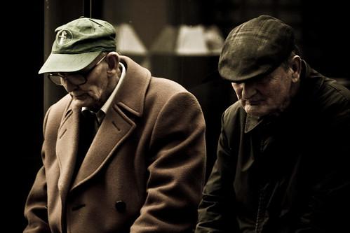 フリー画像| 人物写真| 一般ポートレイト| 老人/お年寄り| おじいさん/おじいちゃん|  憂鬱/メランコリー| イギリス人| 帽子|    フリー素材|
