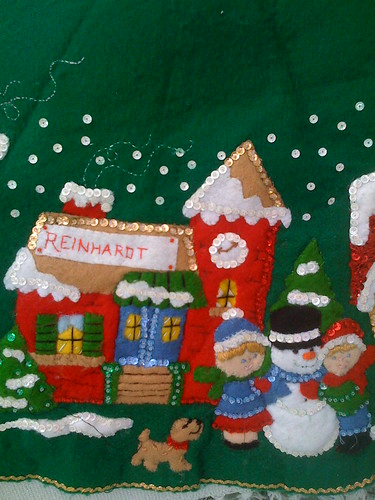 'Reinhardt' - Christmas Village Tree Skirt