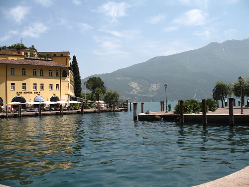 Blick von Riva del Garda nach Torbole