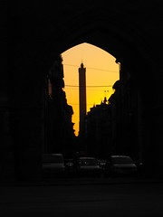 ..through the door.. (sfncrp) Tags: door sunset italy sun color tower italia colore torre towers porta bologna sole torreasinelli torri emiliaromagna bolonha guesswherebologna guessedbologna