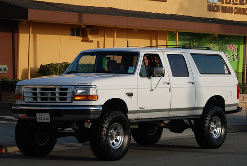 CUSTOM 4 DOOR FORD BRONCO