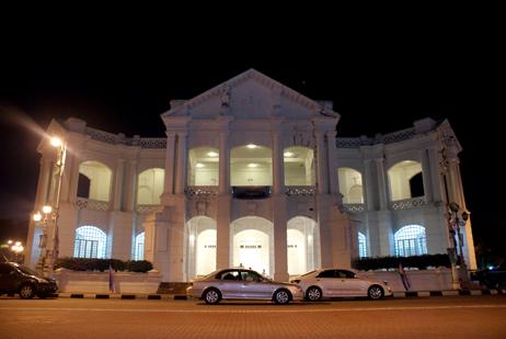 bangunan depan hotel majestic