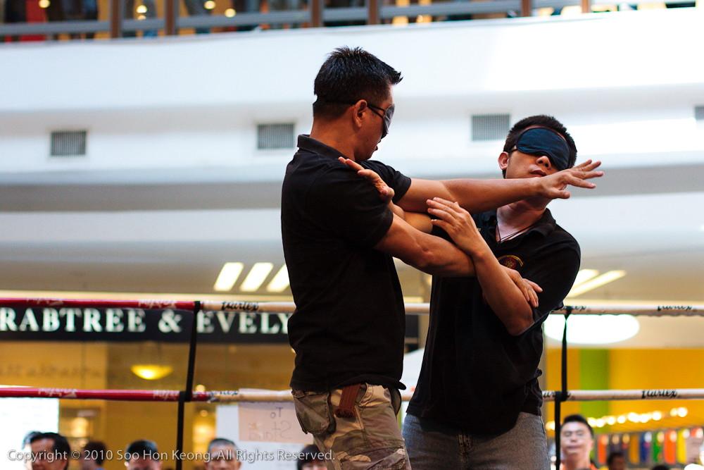 BlindFold Wing Chun Demo @ 1Utama, KL, Malaysia