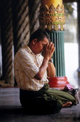 Praying At The Shwedagon (El-Branden Brazil) Tags: worship asia southeastasia shwedagon burma religion buddhism myanmar spirituality burmese