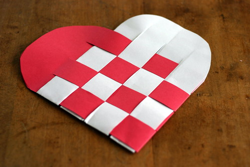 How To Weave A Basket Using Construction Paper : Paper weaved valentines heart tutorial kawaii