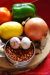 Chili con Carne (Soupflower's Blog) Tags: food cooking cheese recipe pepper rind blog beans chili texas rice beef reis chips meat cayenne onions mexican garlic peppers carrots onion cornbread redwine tomatos coriander cumin cilantro tortilla texmex paprika kse cheddar tomaten oregano sourcream zwiebel pfeffer knoblauch fleisch kochen groundbeef kidneybeans kreuzkmmel bohnen rotwein chiliconcarne mexikanisch karotten bayleaves rezept koriander schmand lactosefree faschiertes soupflowers nikond80 sauerrahm soupflower paprikapulver chilischoten maisbrot kidneybohnen lorbeerbltter