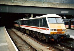 90001, Euston, 29th July 1989 (looper23) Tags: city uk railroad electric train br 1988 rail railway loco trains class british locomotive 1989 90 1990 intercity inter