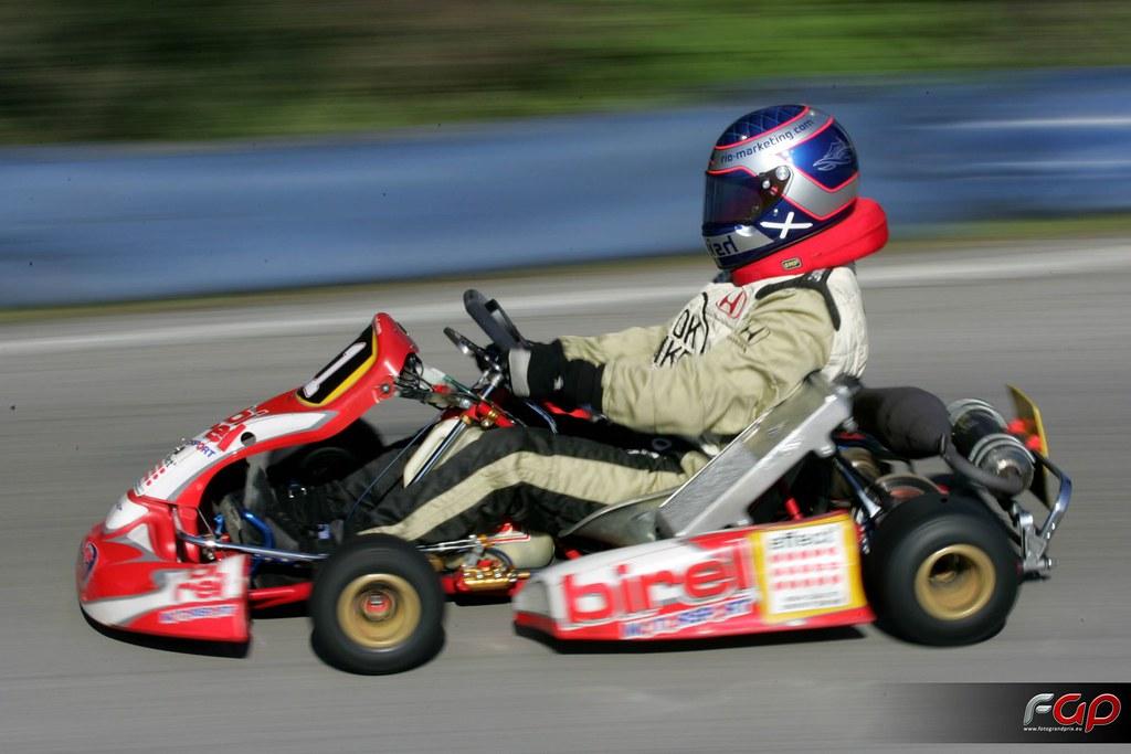 Fotos WRC - estos son los mismos que pintan el casco de marco ardigo ...