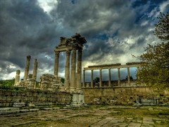 Pergamon ... (Nejdet Duzen) Tags: trip travel cloud history turkey temple ancient trkiye ruin trkei archeological izmir harabe bulut pergamon antik tapnak turchia bergama turkei arkeoloji seyahat tarih akropol abigfave theunforgettablepictures vosplusbellesphotos