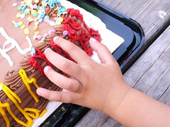 A help from the birthday cake! (Laila Neihoum) Tags: birthday park party me girl cake kids canon yummy hand fingers decoration may cream delicious tray 17 taking 2009 choclate