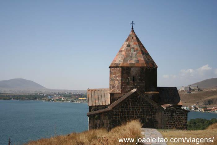 Mosteiro Sevan no Lago Sevan, Sevanavank na Arménia