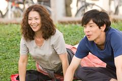 角色介紹-加瀨亮(左)飾演與麻子意外相識的醫師
