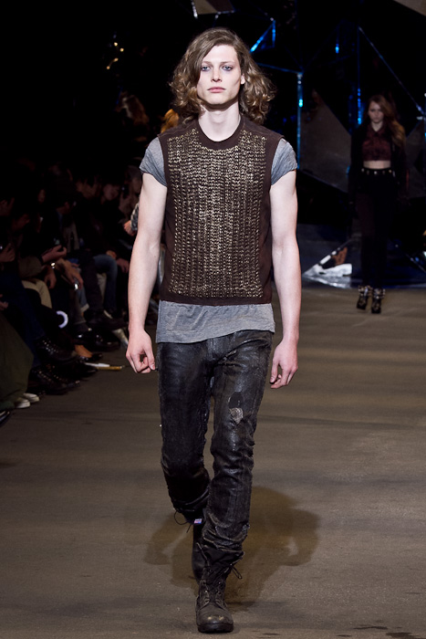 Christopher Rayner3073_FW10_JFW_DIESEL BLACK GOLD(Fashionsnap)