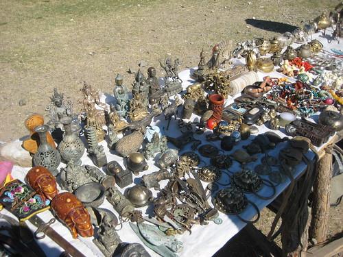 Торговля сувенирами и антиквариатом в монастыре Эрденэзуун